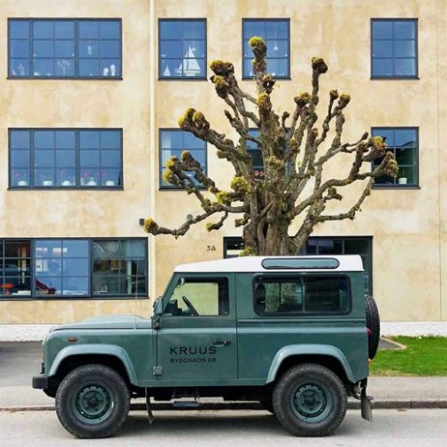 Arrendatorn Mariefred Rover framfor fasad