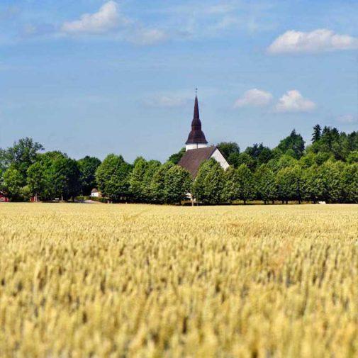 Vastra Akerby vy mot kyrkan
